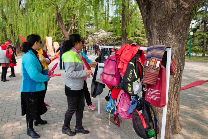 Garderobenständer im Park