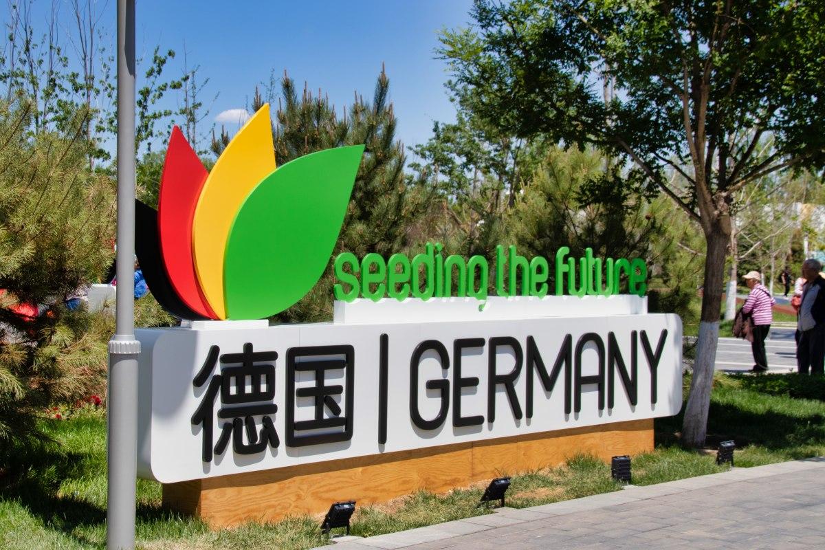 Schild des Deutschen Pavilons auf der Pekinger Garden Expo