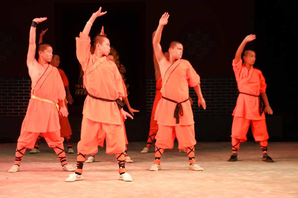 Vier Darsteller der Shaolin-Show