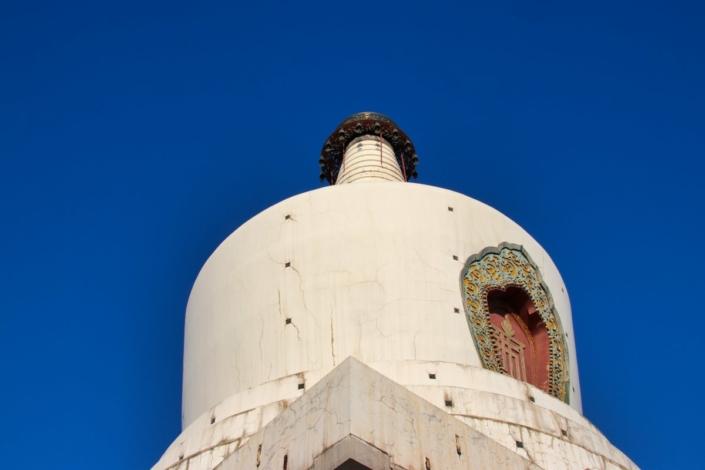 Weiße Pagode, blauer Himmel
