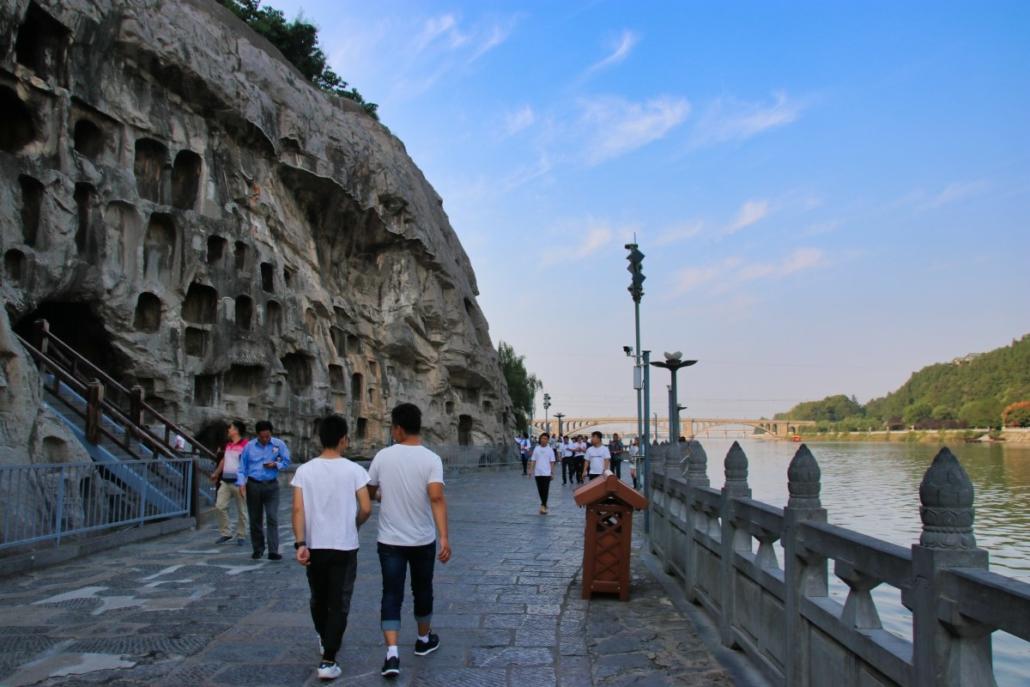 Longmen-Grotten am Fluss