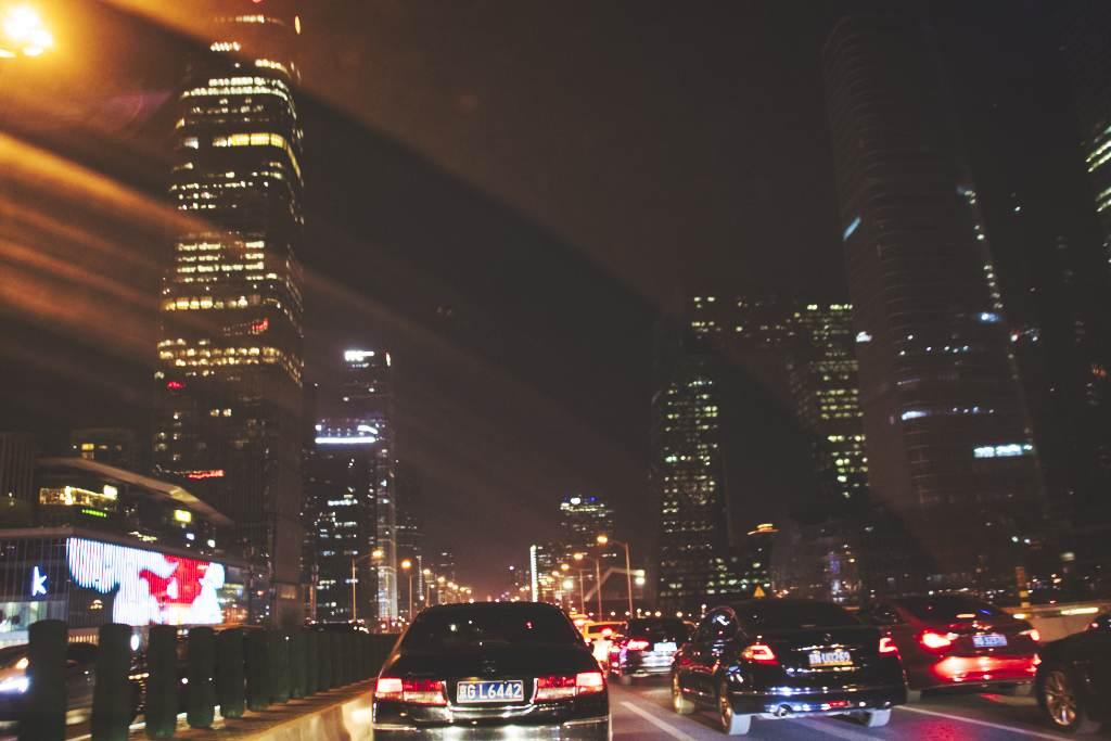 Foto aus dem Auto auf dem 3. Ring Ost in Peking